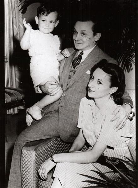 O artista com a esposa e filho - linha do tempo