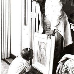 Portinari com sua neta Denise, no apartamento do Leme. Rio de Janeiro, 1961.
