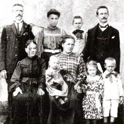 Família Portinari. Brodowski, 1908.